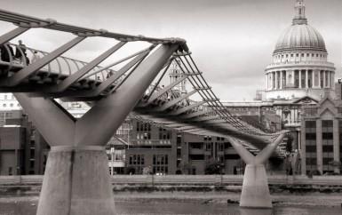 800px-London_millenium_wobbly_bridge