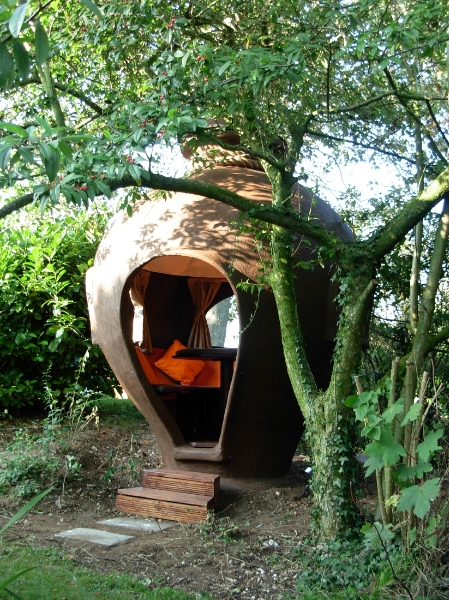 African Pot House by Dingley Dell Big Pot Company