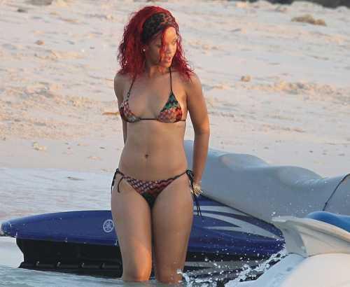 Rihanna-Missoni-bikini