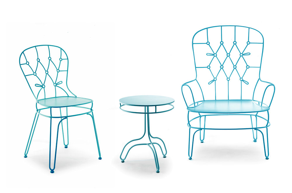 blue wrought iron chair and table by alessandra baldereschi for skitsch