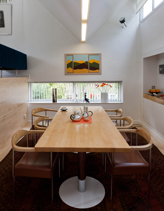 Robin Day dining table and chairs, photograph Ben Anders