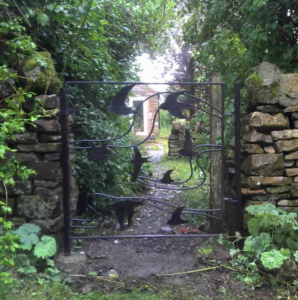 Agnes Jones - gate