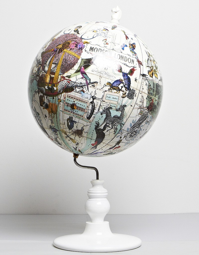 Kristjana Williiam East Meets West Lundunar Kort Globe