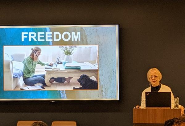 Leslie Carothers Modenus Talks Deisgnhounds Napa