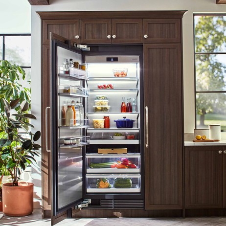 30-inch Integrated Column Refrigerator by Signature Kitchen Suite