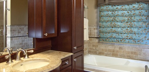 Traditional Master bathroom - Rooms Revamped